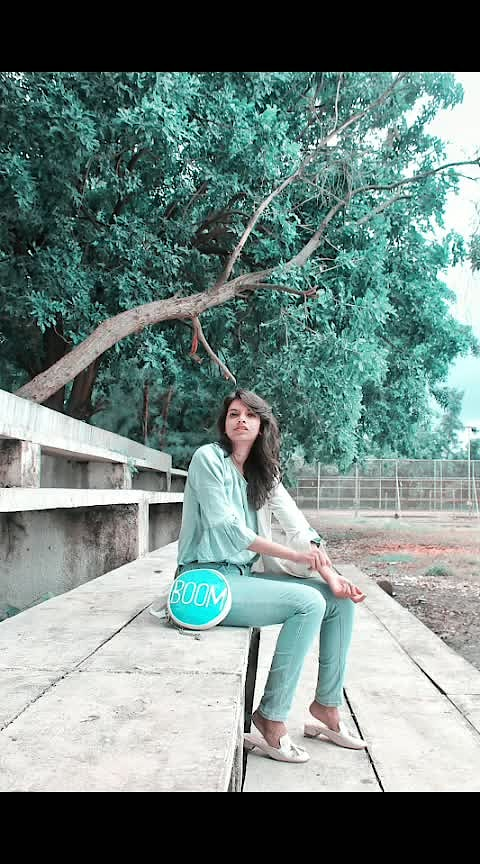 Working my mid-fall style with white blazer and everything casual. Here comes one from the fall trends, hurray!!       #fashionblogger #travelblogger #indianfashionblogger #outfitoftoday #outfitinspiration #fridayfeeling #fridayoutfit #whatiwore #styleblogger #bumbag #classicjeans #rawandtoastedbyjasmin