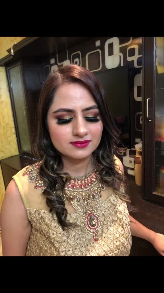 This makeup is done by herself after a 3 Day Self Makeup Class. Such a great job she did😍 #selfmakeupclass #selfmakeup #selfmakeupcourse #makeup #makeuplove #makeuptutorial #makeupclasses #makeuplooks #makeuptime #makeuplover To learn self makeup, Contact 9810175443