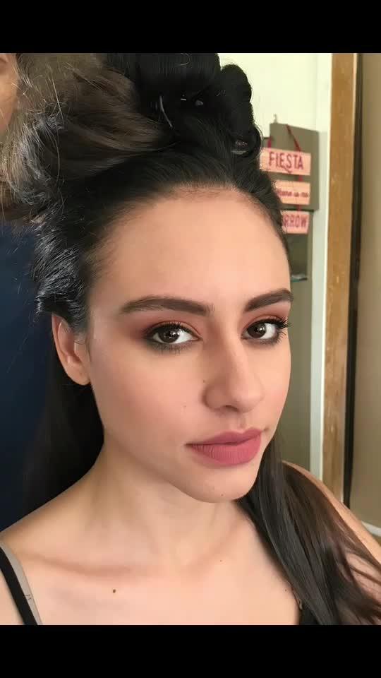 new work💄💇🏻♀️ .  NOFILTER👈🏻 . .  #workmode #day1 #nofilter #iphone7 #beauty #makeupartist #benefitcosmetics #bodyshopindia #maccosmetics #chanel #armanibeauty #anastasiabeverlyhills