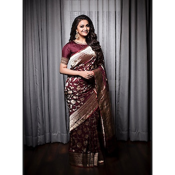 Keerthy Suresh wearing a plum colored banarasi silk saree paired with matching high neck elbow length sleeves blouse by kankatala at  JFW Awards event. Gold earrings and ring from Amrapali Jewels and wavy hair rounded out her look! #keerthysuresh #keerthisuresh #southindinaactress #teluguactress #tollywood #tollywoodactress #tamilactress #malayalamactress #indianactress #actress #actressinsaree #banarsisaree #banarasisaree #silk #silksaree #southindiansaree #kankatala #indianfashion #indianstyle #indiandress #traditional #traditionalfashion #traditionalstyle