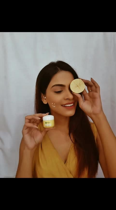 Introducing the new Garnier light complete formula with Yuzu lemon also enhanced with 3X Vitamin C.  Do you know it can do wonders to your skin?  It reduces the dark spot and helps getting a brighter and glowing skin.  #brightenup #skincareroutine #garnierindia @garnierindia