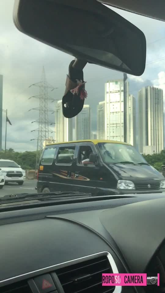 Watch full clicks by @shivanideewana  #roposomusic #roposocamera #mumbai #photography #iphone7