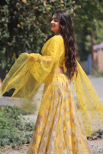 The sunshine yellow outfit and that smile is what a bride needs on her haldi day!! Be your best glowing self on your big day, Rent this look only at www.rentanattire.com  P.S : Get your friends & relatives before 30th Sep to get exciting offers in group bookings!!  #raabride #bridetobe #brideof2018 #bridesmaids #weddings #haldi #haldilook #sunshine #yellow #haldioutfit #weddingfashion #beautifulbrides #indianbrides #wedmegood #planyourwedding #fashionphotography #weddingphotography #weddingplanners #fashionbloggers #indianlook #desistyle #fashiononrent #fashion #rental #whybuywhenyoucanrent