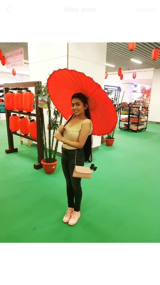 Lovely Japanese umbrella 🌂🌂🌂 #malaysiatrip #love #pose #yellowtop #jeans 😘😘😘💋💋😈😈🤪🤪🌷🌷🌷