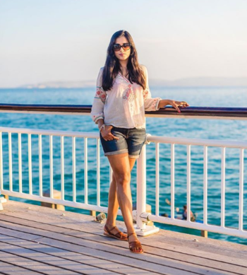 Beach Outfit Ideas  #summer #summeroutfit #beach #beachoutfit #beachoutfitideas #beachbum #beachwear #whitetop #printedtop #whiteprintedtop #shorts #denimshorts #sunglasses #sandals #brownsandals #hat #roposo-style #roposo-fashiondiaries #fashionblogger #indianfashionblogger #ukblogger #travelblogger #roposofashionblogger