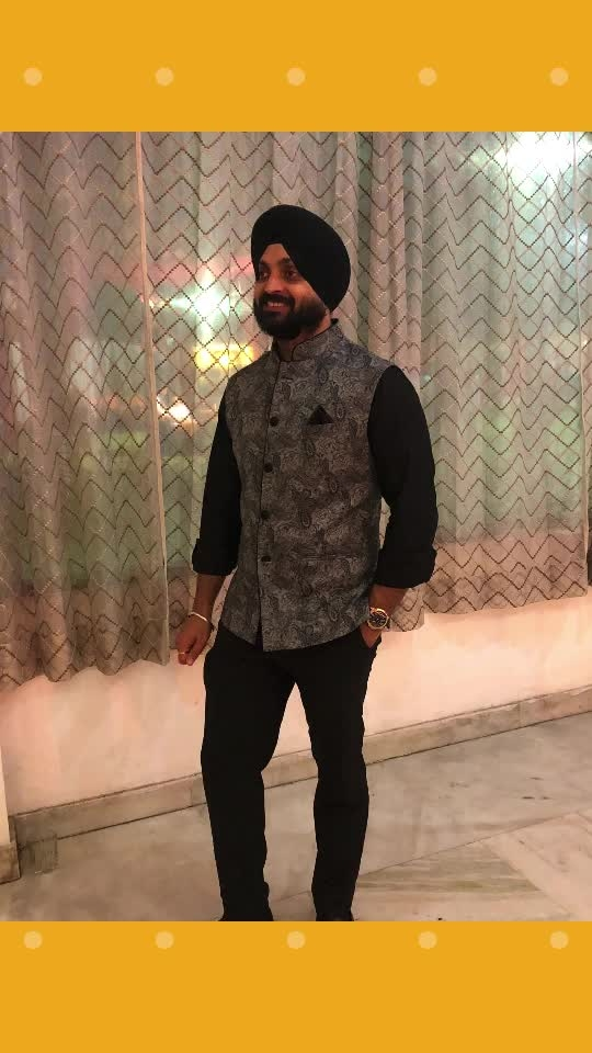 #me #insta #family #function #smile #blessed #happy #instagram #roposo #black #printed #nehrujacket #cousins #click #singh #proud