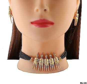 Traditional Maharashtrian Necklace Collection At Best Price. To see more designs click on this link: http://bit.ly/2Q5FvAj #necklace #maharashtrianjewellery #maharashtriannecklace #choker #chokernecklace #thushi #traditionaljewellery #jewellery