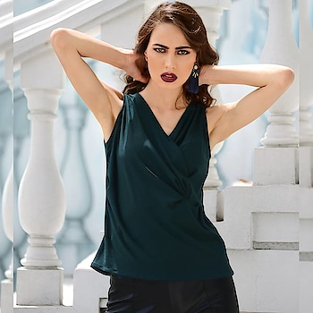 We're obsessed with knotted tops this autumn! Get this Dark Green Knotted Wrap Top here:  https://goo.gl/kA5d44  #indowesternlook #ropo-good #ropo-style #westernwear #faballey #super #outitoftheday #be-fashionable   #women-clothing #befashioable  #share #westernwear #western-dress #dress-up