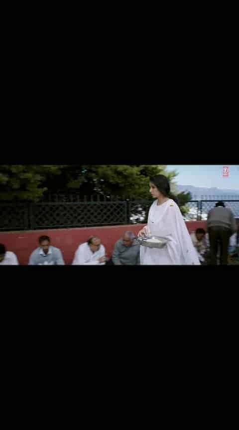 "Atif A: Dekhte Dekhte Song | Batti Gul Meter Chalu | Shahid K Shraddha K | Nusrat Saab Rochak Manoj   Presenting the second video song ""Dekhte Dekhte"" from the upcoming Hindi movie ""Batti Gul Meter Chalu"". This Bollywood rendition of Nusrat Fateh Ali Khan original song is done by Rochak Kohli and sung by Atif Aslam. The Song features Shahid Kapoor, Shraddha Kapoor in the video.   GULSHAN KUMAR, T-Series and Virendrra Arora present In Association Krti Pictures, Batti Gul Meter Chalu is an upcoming Indian Hindi film directed by Shree Narayan Singh and is produced by Bhushan Kumar, Krishan Kumar, Shree Narayan Singh, Nitin Chandrachud, Kusum Arora and Nishant Pitti. This movie is featuring Shahid Kapoor, Shraddha Kapoor, Divyendu Sharma and Yami Gautam in the lead roles.  #romanticstatus  #lovesong  #hindisong  #bestsong  #bollywoodsong  #anushkasharma  #varundhawan  #beats  #ropososinger  #songlyrics  #love-song  #shahidkapoor #shradhakapoor #gulshankumar #tseries #yamigautam"