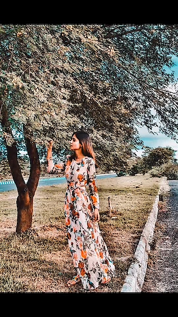 My soul made of Meadow flowers.🌸🌸🌸🌸 . Dress @sheinofficial @shein_in . PC @bikashbiswaz . . . . . . . . . #shein #sheinofficial #sheingals #fashonictrishaa #fashionblogger #beautyblogger #travelblogger #vlogger #contentcreator #influencer #influencerindia #maxidress #floraldress #autumn #blue #green #peach #beautiful #nature