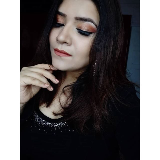 ⭐ Soft Glam ⭐  Product Breakdown : @nyxcosmetics_in photogenic hd concealer wand  @mynykaa skingenius sculpting and hydrating foundation @facescanada ultimate pro xpert cover compact @makeuprevolutionindia HD pro ultra contour palette @maccosmetics extra dimension blush in #burgandybrown @anastasiabeverlyhills glow kit #moondust @nyxcosmetics makeup in your element palette fire + huda beauty rose gold  @maccosmetics Gel Eyeliner  @nyxcosmetics_in doll eye mascara @ardellbeauty lashes  @kyliecosmetics Lipstick in 22 #kyliejenner #kyliecosmetics . . . #makeup #makeupartist #makeupartistworldwide #wakeupandmakeup #softhaze #mualife #makeupjunkie #universodamaquiagem_oficial #beauty #beautymakeup #slave2beauty #undiscoveredmuas #mua_underdogs #allmodernmakeup #makeuptutorial #diymakeup #indianmakeupandbeauty #bblogger #beautyblogger #thatwingedeyeblogger #staytuned