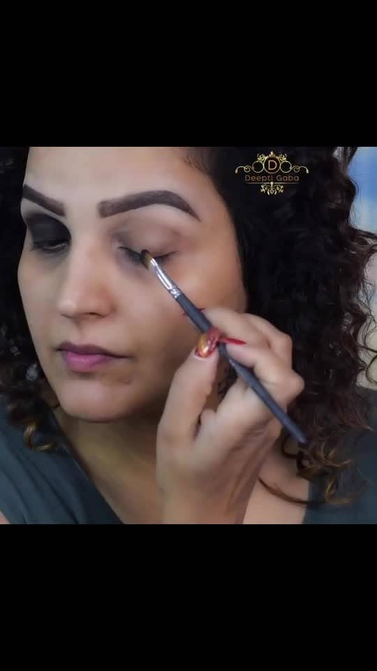 @hudabeauty is not just ruling the beauty industry but also my default look too...default look??? Yasss.... my first choice is always going on @hudabeauty products. I wanna try new products too but it's making my work easy by giving the exact shades I want. Kudos to @hudabeauty @monakattan @shophudabeauty @hudaboss  . Lemme know if you want this hair tutorial look!!!!  . #hudabeauty #makeuptutorial #fauxfilterfoundation #rosegoldremastered #curlyhair