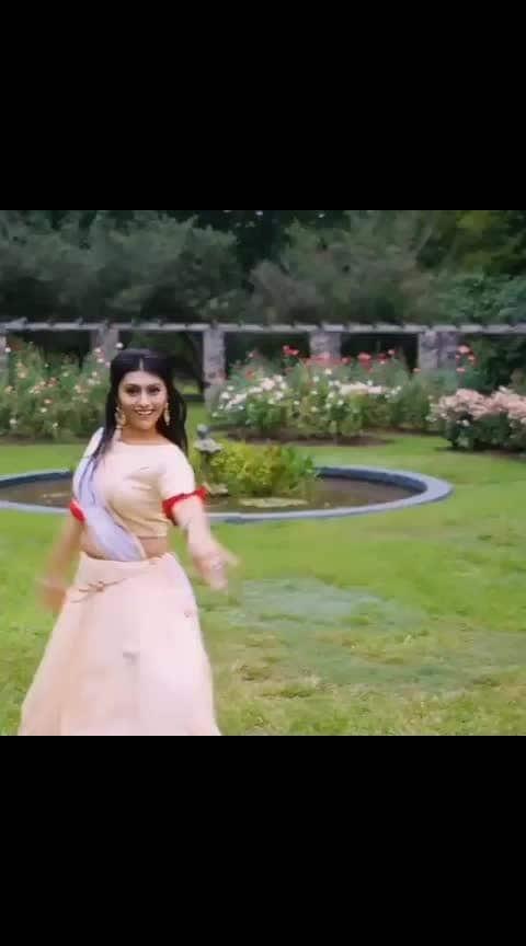 #repost @neeelam19  Mohe Rang Do Laal ❤️ **full video on my YouTube channel** ••• Outfit: @truptibhula 🎥: @pixel6studio • • • #bollywood #dance #bollywooddance #dancer #dancing #collab #truptibhula #indian #indiandance #lengha #deepika #moherangdolaal #arjun__artist007 #indiandancefaculty