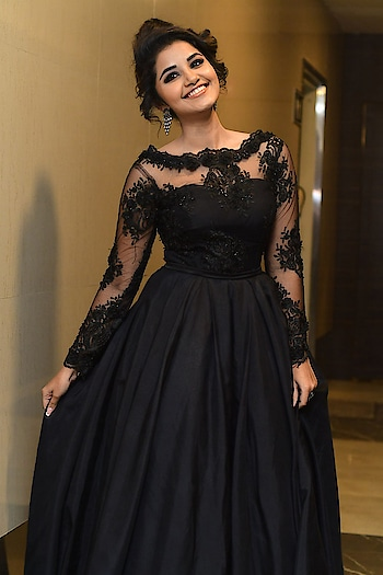 Anupama Parameswaran in black gown at Hello Guru Prema Kosam movie Pre Release Event Photos. Custom outfit by Anina Boutique. Styled by Amulya Sreekar Vijapurapu.  https://www.southindianactress.co.in/malayalam-actress/anupama-parameswaran/anupama-parameswaran-hello-guru-prema-kosame-release/  #anupamaparameswaran #southindianactress #teluguactress #tollywood #malayalamactress #tollywoodactress #gown #blackgown #blackdress #fashion #style #longdress #celebrityfashion #celebritystyle #blackfashion #filmistaan