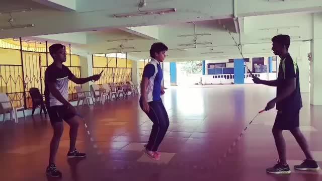 Double dutch Turning Skills... and  todays fun time...... @onlyme_anj @gaonkarramnath @ropeskippinggoa  @havch_toh_bunty17 @dhiraj.naik.944023  @nawarose60 #ropeskipping #ropeskippingisasport #jump #jumprope #doubledutch #jumping #goa #goadiaries #sports #sport #jumpropechallenge #jumpropeforheart #fitness #fitnessmotivation #fitnessconnection #speed #speedo #fast #athlete #jump #jumpropeworkout #jumpropeswag #jumpropemadefun #skiprope #india #fitnessmodel #fitnessfun #dance #coach #happydussehra