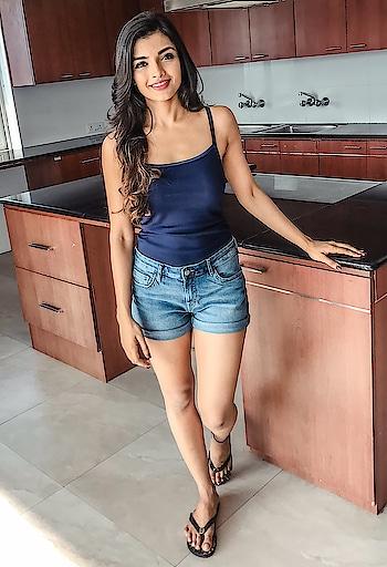 Ashna Zaveri #ashnazaveri  #southindianactress #teluguactress #tamilactress #indianactress #indiangirl #hotindiangirl #girlinshorts #jeans #jeanshorts #hotpose #modelphotoshoot #modelpose #hot #hotgirl #fashion #style