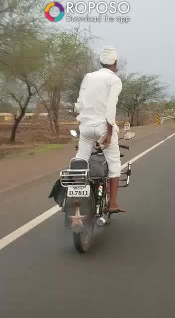 #oldwildwest #oldmanentertainment #roposobikelover #oldman #bikerider #oldmanbike#bikestunts