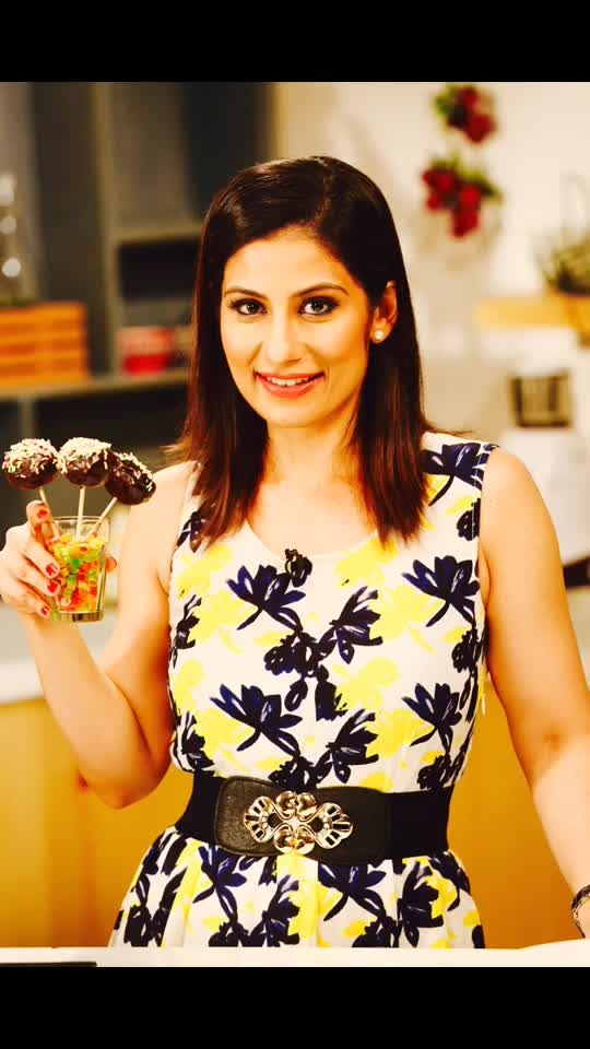 Let the cake pop up on your plate.. The cake Pops are easiest to make & are a darling to all the kids. Recipe on YouTube 💋💋💋 Love M #ChefMeghna #Cakes #cakepops #cakepop #desserts #kids