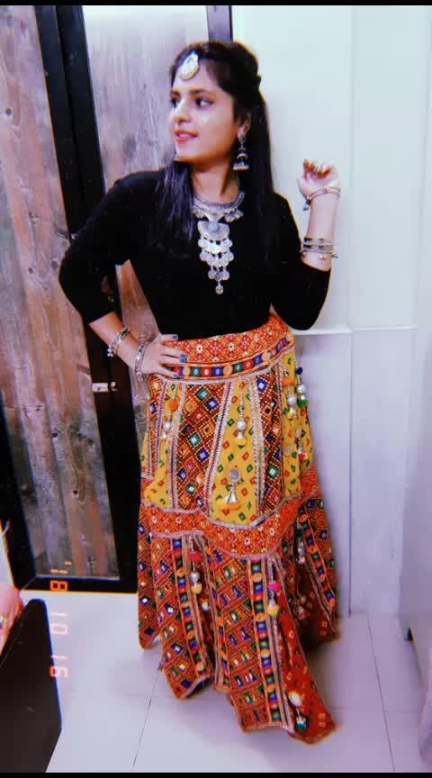 modern mata😎🙏  #navratri2018 #navratricollection #indianethnic #indian #fashion #be-fashionable #ethnic #ethnic-wear #ethnicity #traditionalattire #traditionaljewelry #chaniyacholi #chaniya-choli #influencer #styles #ropo-style #