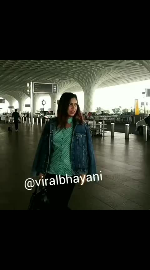 Bhumi Pednekar at the airport  #bhumipednekar #actorslife #actressfashion #actressdress #actressstyle #bollywooddecoded #bollywooddivas #bollywood #celebritystyle #celebrities #celebs #fashiongram #celebrityspotting