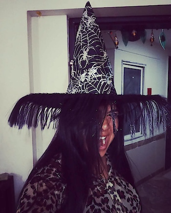 Happy Halloween people.....😱😱 Have a scariest one!  #halloweencostume#halloweenmakeup#halloween#halloween2018#ghost#witch#witchesofinstagram#witches#scary#haunted#hat#accessories#leopardprint#autumn#winter#photooftheday#picoftheday#photography#photograph#ootd#instafun#instagramers#party#soroposo#myroposostory#roposotalent#roposotalks#thriller