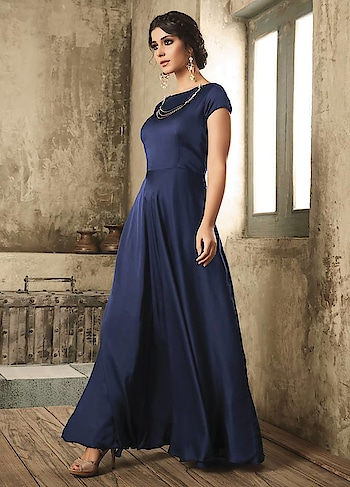This season make way for some show-stopping in Bold tone . Grab this Stunning #Navyblue #readytowear Gown available @ https://goo.gl/QJSSs5 #newarrival #onlineshopping #diwali #diwalisale #diwalidhamaka #diwalibash #gown #buyonline #floorlength #usa #uk #india #dubai #mauritius #canada #australia #partywear #beauty #shopaholic #instagood #pretty #ethnicwear #manndola Manndola.com - Lose your Mind...!!!