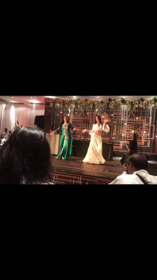 Impromptu performance !! #unplanned #unrehearsed #sangeet #lastnight specially for you guys @styleandsensibilty @inder_s_tiwana 😘😘😘😘😘😘 special thanks to my baby @sachdeva_jasleen 🤗🤗😘😘😘😘 video courtesy by my love @souravpandey1999 💖💖♥️♥️♥️