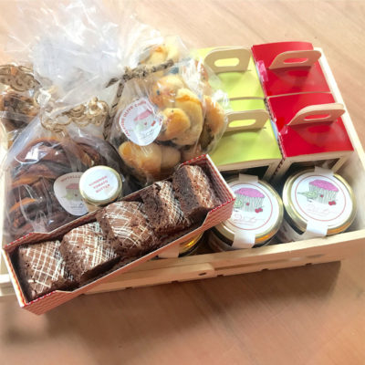 This Diwali, gift our unique addicted hampers to your family, friends and work associates. We at Addicted customise gifting according to the occasion and needs of the client. Be it classic chocolates, freshly baked products such as cookies & brownies, healthy snack items such as granola.  https://addicted.co.in/product/extravagant-gift-hamper/  #extravaganthamper #corporatediwaligift #diwaligifthampers #granolagifthampers #naturalgranola