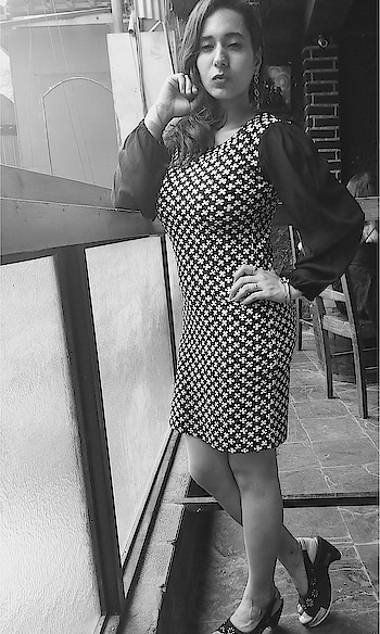 Colors are beautiful but black and white is more realistic. 💫   #freshers2k17 #freshers #2k17 #2k17stories #white #blue #hkv #happyday #bebold #beyou #smile #befree #stayclassy #keepyourheadup  #carryitwithstyle  #soroposo #soroposofashion #roposo