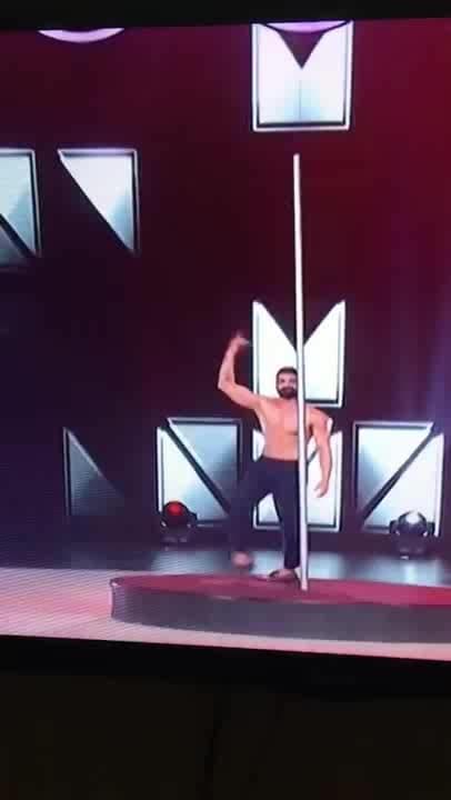 Tushar kalia Amazing Belly Dance   #tusharkalia  #roposo-dance #dancemusic #dancedeewane #bollywooddance #bollywoodactress #old-is-gold #oldsongs #omg #creativeminds #celebritydesigner #maduridixit #negativity #ropo-beauty #nehakakkar #facebooklikes