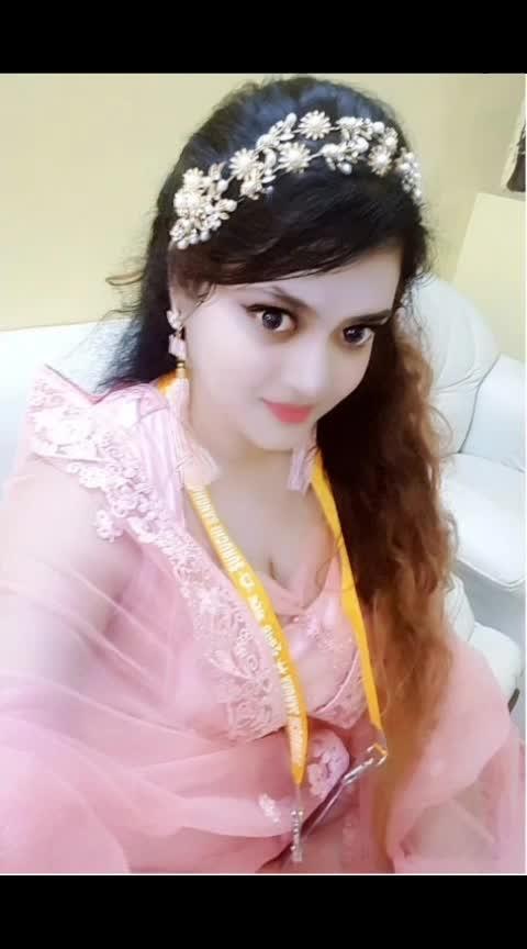 Ashtumi look of 2018... #ashtami #durgapuja #durgapooja #durgapuja2018 #pink #pinkdress #tiara #selfiemoment #selfie #kolkata #kolkatafashionblogger #suruchi #pandalhopping #ethnic #ethnic-wear #blushpink #blush #like #followme