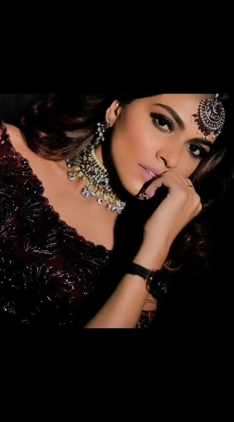 #postoftheday #makeup #delhimakeupartist #delhi #delhifashionblogger #fashionblogger #bloggers #newpost #lashes #eyes #gq #eyemakeup #aashimalamba #thebasicrebel