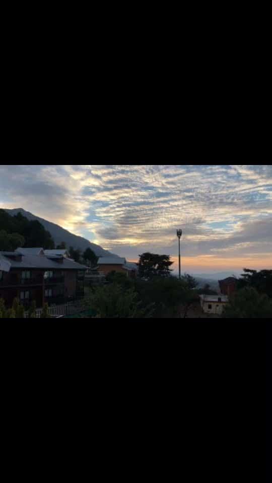 Beautiful #sunrise from #dharamshala   #nature #thepaviliondharamshala #himalayas #himachaltourism #himachal #himachalpradesh #mountains #incredibleindia #dharamshala #resort #freshair #greenery #niskani  #peace #nature  #hoppingheels #lifestyleblog #lifestyle #lifestyleblogger #travelblogger #travelblog #indianlifestyleblogg #india #trees #mountaineering #indiantravelbloggers #travel #family #luxurytraveller