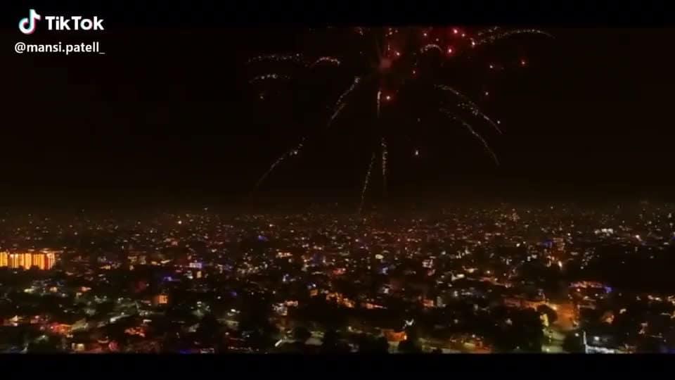 #mandsaur #indore #indian-festival #roposo-happy-diwali #decorations #citylove #tiktokindia #status #thanks-roposo-for-such-a-colourful-video