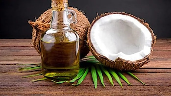 Coconut oil & honey conditioner for Winters:  Take one tablespoon of coconut oil, one tablespoon honey, one tablespoon lemon juice, two tablespoons of curd and one teaspoon of rose water. Mix all of them well and apply them on your hair. Leave it for about 20-25 minutes and rinse off with little shampoo.  Coconut oil not only helps your hair become smooth and soft, but also helps in making your hair grow longer and thicker. The essential minerals and fatty acids in coconut oil nourish the scalp well. #oil #hair #hairtips #haircare #beautytips #beauty #tips_beautyou #haircareroutine #coconutoil #curd #honey #winter #dryhair #conditioning #healthyhair #shinyhair #beautyblogger #instablogger #herbal #ropo-beauty