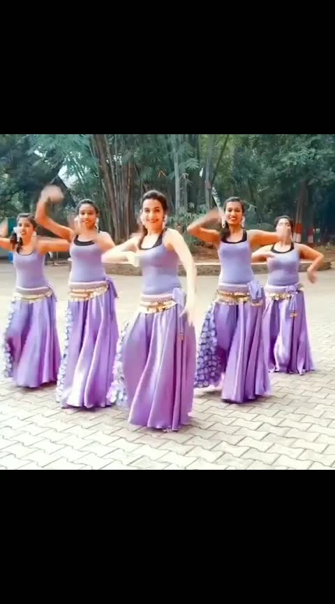 love with this act. awsome moves 😍😍👌👏 #dancingqueen #dancelovers #bellydance