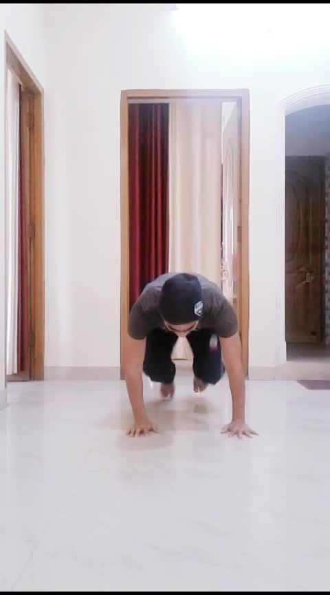 Long ago, but still 20 sec(elbow freeze)  #fit #handstand #gym #yoga #training #bodyweight #gabru #gabru_channel  #roposo #lookgoodfeelgoodchannel