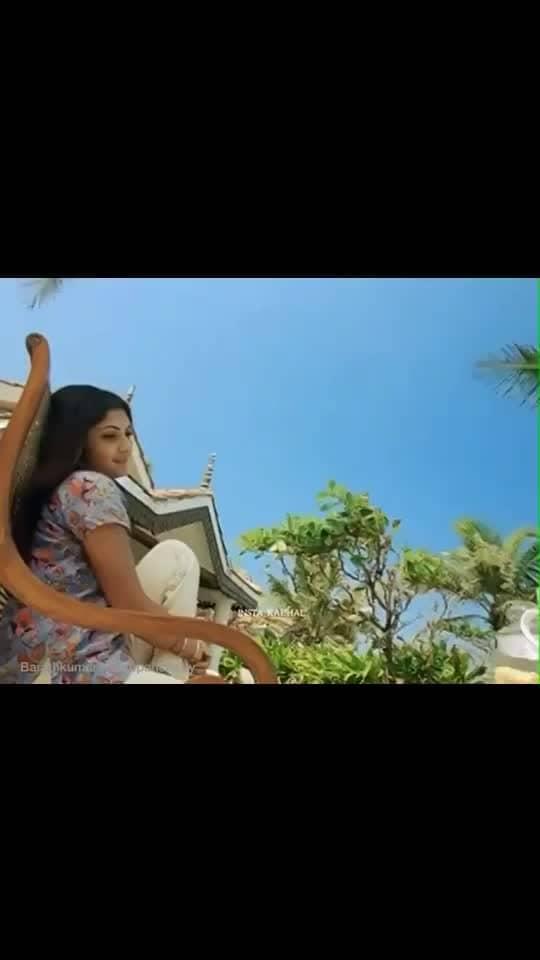 வரிகள்: கண் பார்த்து கதைக்க முடியாமல் நானும் தவிக்கின்ற ஒரு பெண்ணும் நீ தான் Song: Paartha Mudhal Naale  Movie: Vettaiyaadu Vilaiyaadu Music: Harris Jayaraj  Singers: BombayJayashree, UnniMenon