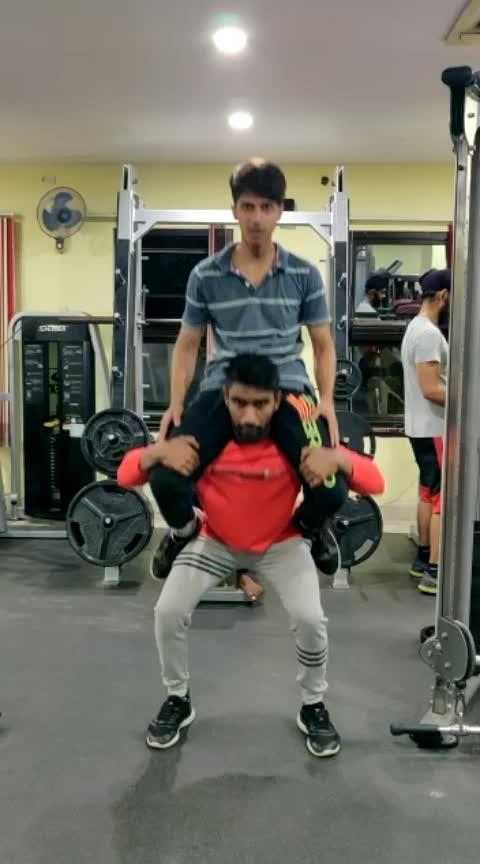#workoutmotivation #motivated #squats #legworkout....