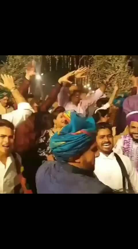 Ranveer Singh Dancing in his Wedding    #deepveer #deepveerkishadi #ranveer-dipika #ranveersingh #dipikapadukone #wedding #wedding-bride #ranveersinghfanclub #dipika_ranveer #bollywooddance #bollywooddresses