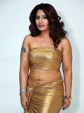 Sanjana Naidu #sanjananaidu #southindianmodel #southindianactress #hot #hotgirl #hotindiangirl #navel #actressnavel #southactresshot #hotsouthactress #goldendress #offshoulder #hotaunty #aunty #sexyaunty #hotfashion