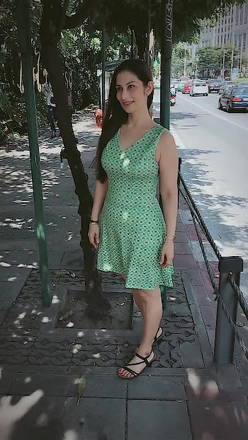 Street photography in Bangkok. It's so Warm n Sunny.. not Funny at all. 😀 Love M #chefmeghna #travel #travelblogger #travelphotography #travelholic #travelling #traveller #weekend #timeoff #shopping #streetstyle #streetphotography