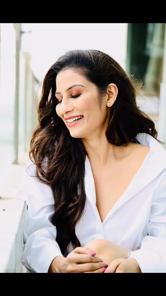 Let me tell you a funny story...There was this young man who was in love with two women.  He loved one because she wrote beautiful poetry. He loved the other because she made incredible dosas.  He couldn't decide whether to marry for 'batter' or for 'verse' ! 😀😀😀#SaturdayThoughts #chefmeghna #funny #funnystories #jokes #jokesfordays #fun #joking #justkidding