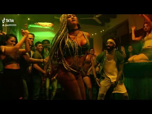 Luis_Fonsi_-_Despacito_ft._Daddy_Yankee_(Official_Music_Video)