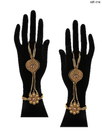 Hathphool is the must-have ornament in a bridal accessory collection. So to get that fusion look Anuradha Art Jewellery offers beautiful range of hand harness in stylish look. To get more designs in hand harness or hathphool click on this link: http://bit.ly/2zlZhl8 #hathphool #handbracelet #ringbracelet #braceletringchain #ringwithbracelet #braceletwithring #fingerringwithbracelet #braceletwithfingerring #bracelet #traditionalbracelet #bridaljewellery #bridalhathphool #fingerring #traditionalfingerring #weddingjewellery #hathphoolforbride #hathphoolforwomen #hathphoolforgirls #handharness #braceletwithringattached #handbraceletwithring #ringbraceletcombo