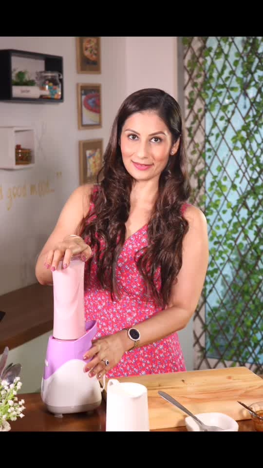Salted popcorn, mixed with caramel hisden inside caramel vanilla milkshake.. what more can youbask for?  Watch it now on my YouTube channel- Meghna's Food Magic 💋💋💋 Love M #ChefMeghna #Milkshake #Caramel #Popcorn #Yum #NewVideo #Recipe  #youtube #youtuber #video #recipevideo #hungrytv