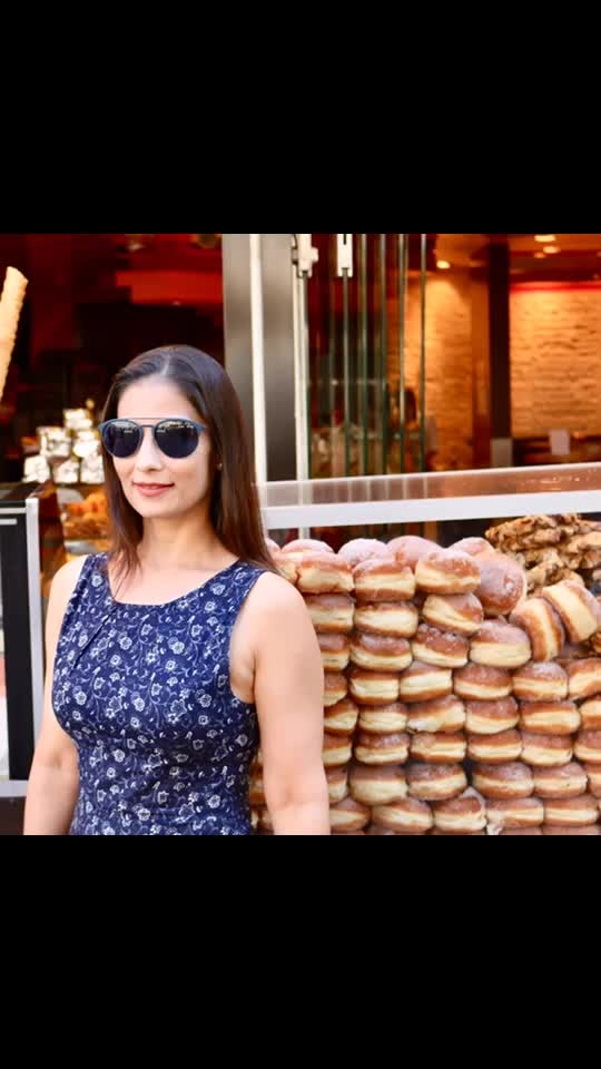 Remember Doraemon and his favorite Dora cakes? Well I found Doracake lookalike in Cologne, Germany.  Throwback to Traveler's paradise- the beautiful Europe. 💋💋💋 Love M #ChefMeghna #Traveller #explorer #Discover #Germany #travel #foodporn #ifoundawesome #eat #eeeeeats #eating #doracake #cake #streetfood #foodie #travelblogger #travelblog #throwback