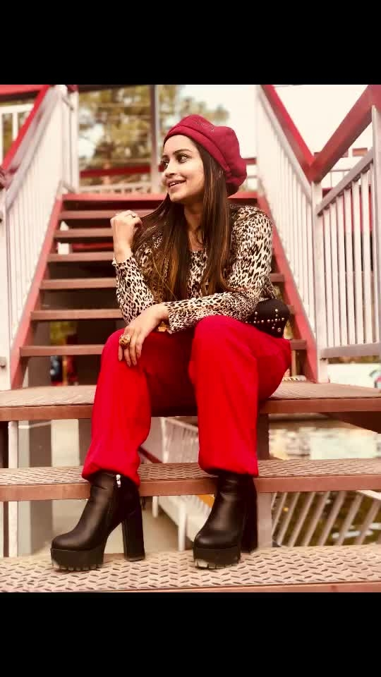 Animal prints for this winter!!!! 😍  Paired an animal print top with red pants and accessorise to complete this look.. it looked so vintage 😍  #ropo-style #roposoblogger #fashion-blogger #animalprint #winterlook