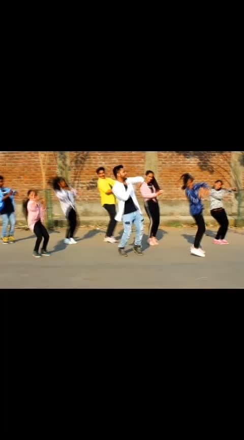 Hichki ❤️😉 #abhijeetganguli #dance #roposo-dance #danceing #desi-dance #dances #dancevideo #abhijeetgangulichoreography #dancesquaddancefactory #roposo #celebratelife #celebration