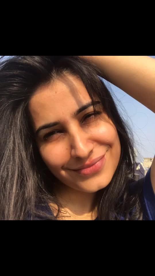 Stand a little less between me and the sun☀️ . #sunvibes #sunshine #sunlight #sun #nomakeupneeded #nofilterneeded #justnatural #soakingsun #freshfeeling #sunlight #jaadu😁 #sunrays #sunsoaking #flauntingmyhair #openhair #longhair #just #flaunt #surajmukhi #smile #photooftheday #pictureperfect